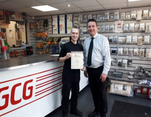 Jamie Cooper (l)from GCG Electrical Wholesalers, receiving his certificate of achievement from Branch Manager, Tim Follows (r)