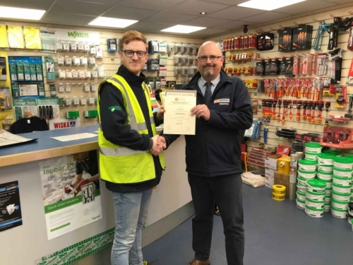 Edmundson, Rory Harrison (l), receiving his Distinction certificate of achievement from Branch Manager, Nigel Whitehouse (r)